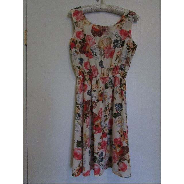 Brand New Womens Floral Summer Dress Small