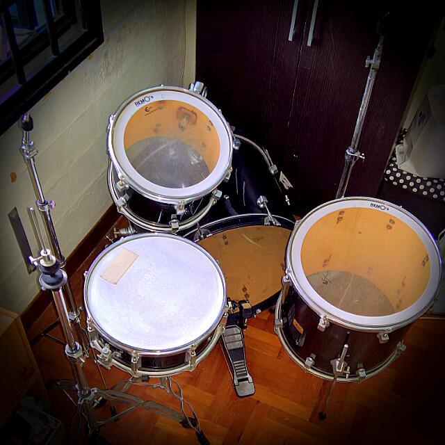 Drum Set (Fast Deal) 4 Pc Plus Hardware