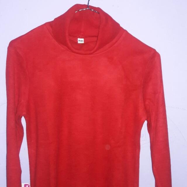 Kaos Merah Uniqlo
