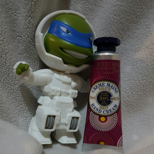 [FREE ONGKIR dengan Shopee] L'Occitane Hand Cream with 20% Shea Butter Violet