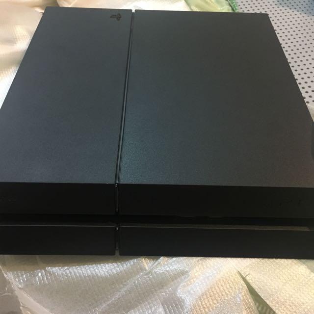 PS4保固內 附兩隻原廠搖桿
