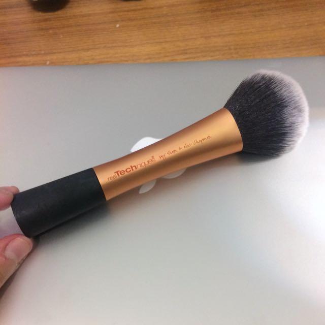 realTechniques Powder Brush 蜜粉刷