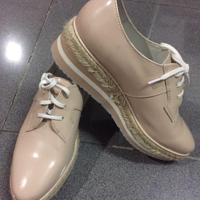 Sepatu Venilla Suite