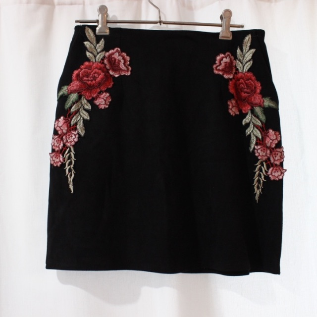 Size10 Paper Closet rose embroidered skirt.