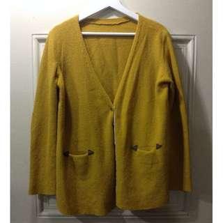 韓國帶回 將黃色復古木扣針織外套