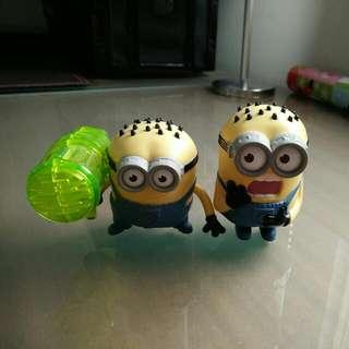 2 Minion Toys