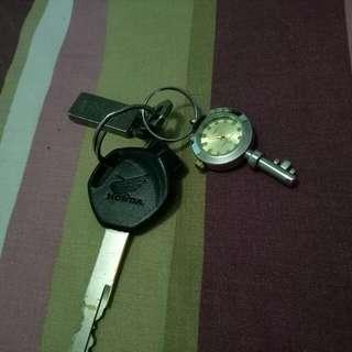 jam gantungan kunci .
