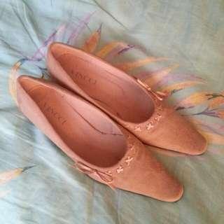 VINCCI Beige Suede Shoes (Size 7)