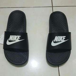 Nike Benassi Slippers Black