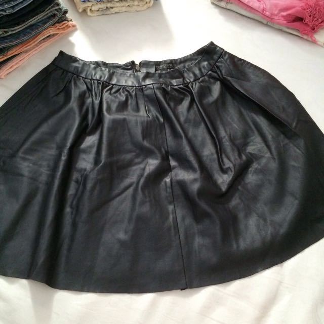 ✨ TOPSHOP ✨ | leather skirt
