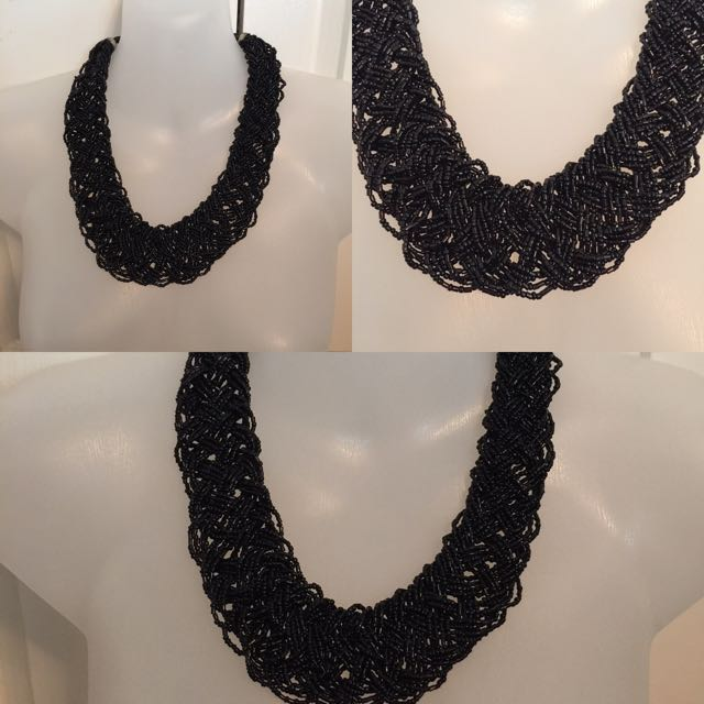 BEADED BLACK CHUNK STATEMENT NECKLACE