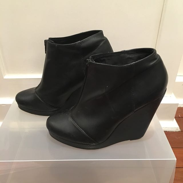 Black Zip Up Wedged Boots