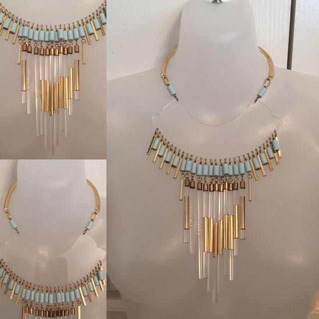 CLEAR LUCITE LARGE STATEMENT TASSEL NECKLACE