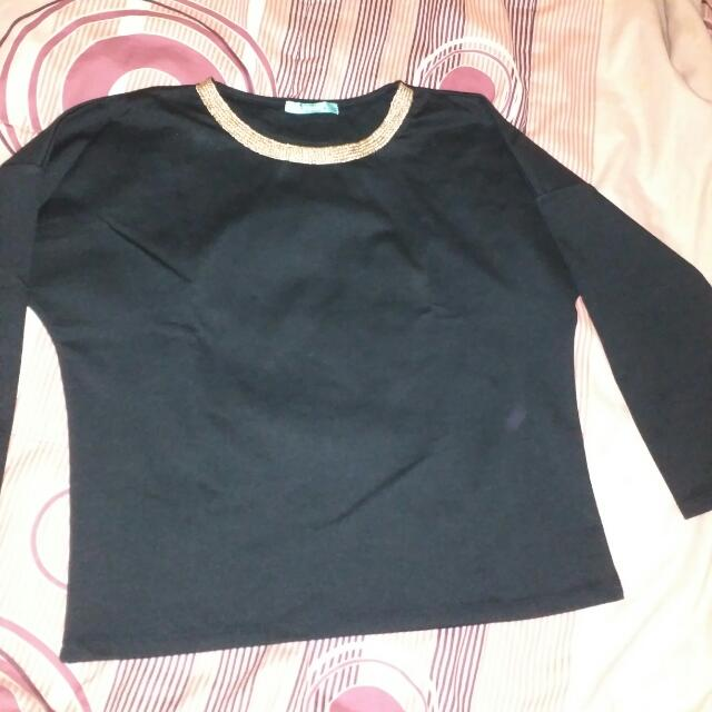 Crop Black Top/ Atasan Hitam