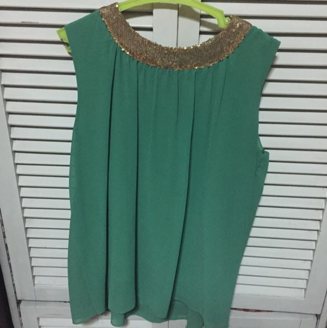 Green Sleeveless Sequin-collared blouse