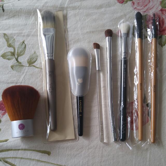 Makeup Brushes (Zoeva, Lancome, Clinique)