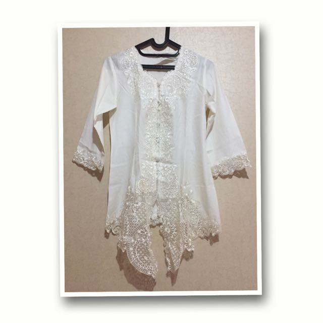 Pretty White Kebaya