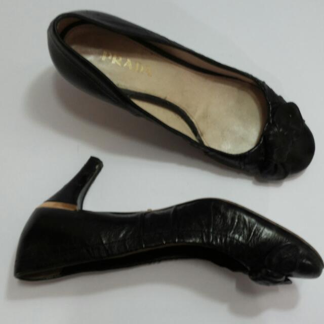 Sepatu Prada Premium