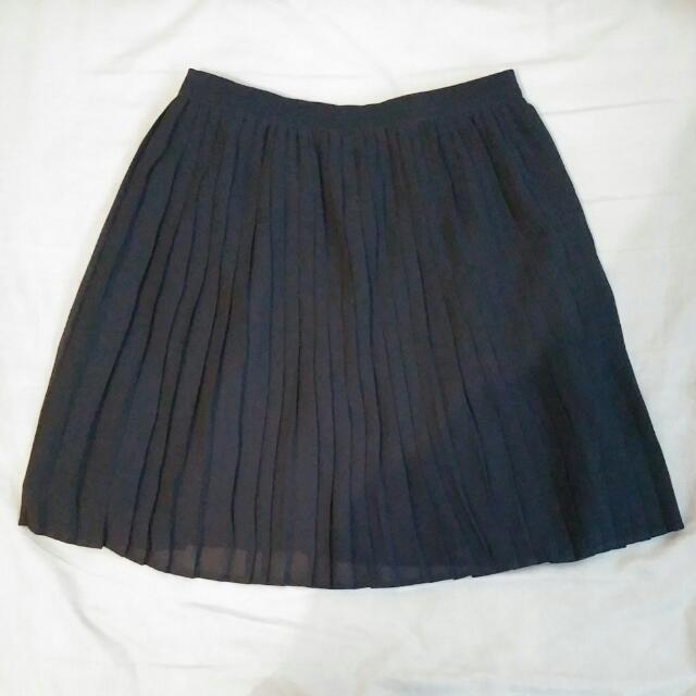 NEW Uniqlo Pleat Skirt