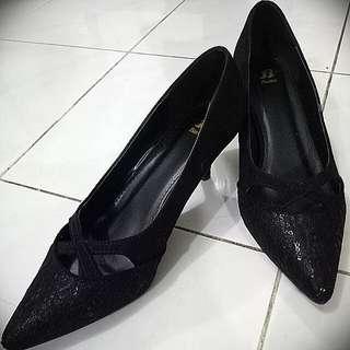 Sepatu Hitam Bata