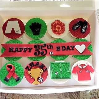 CUSTOMISED MANCHESTER UNITED CUPCAKES