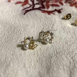 金色鏤空蝴蝶水鑽耳環