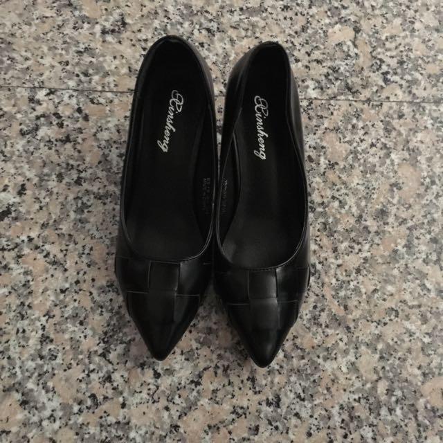 全新尖頭跟鞋