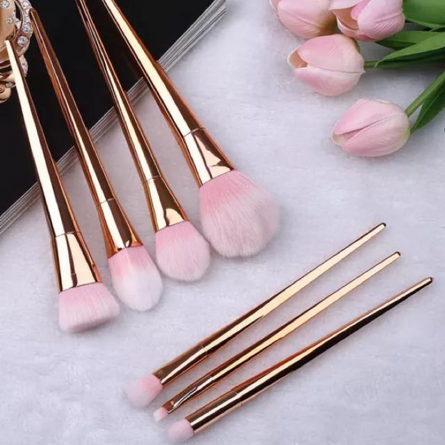 HIGH QUALITY MAKEUP BRUSH SET
