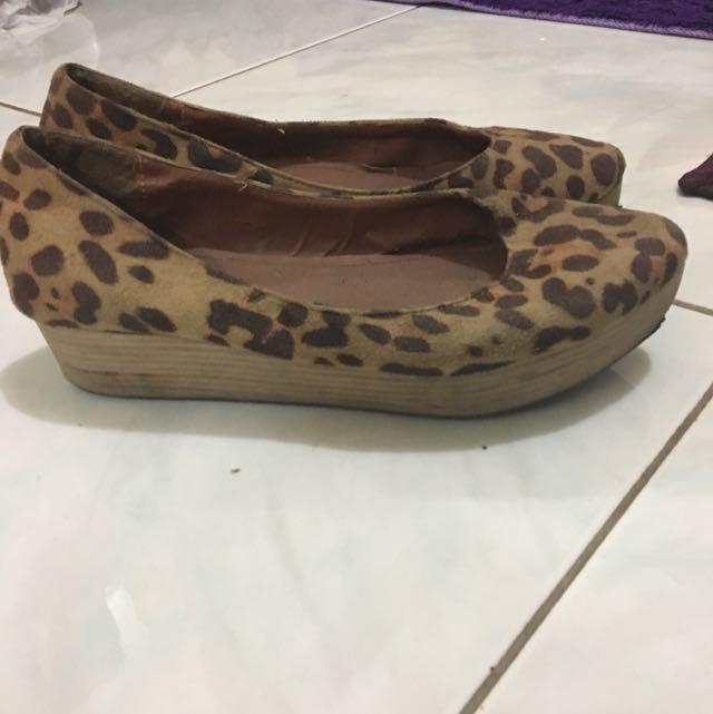 leopard schauz size 39
