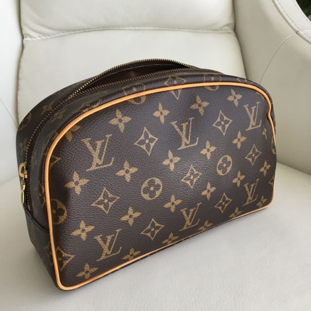 Louis Vuitton Toiletry 25