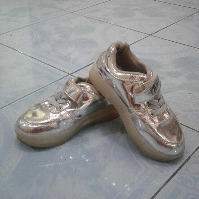 Sepatu Lampu