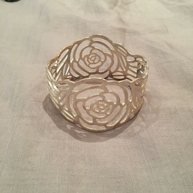 Silver Rose Deign Clasp Bracelet