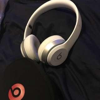 White Beat Solo 2 Headphones
