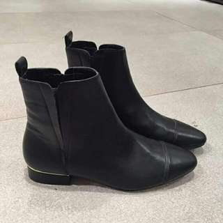 ZARA 💯 % Authentic Code : Zara Boot 6158 IDR. 280.000 Color : Black Size 36(2),37
