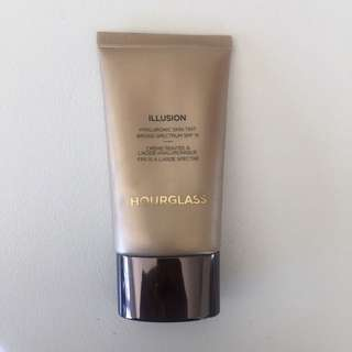 Hourglass Illusion foundation