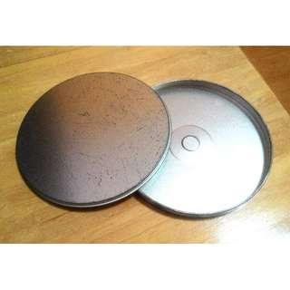 (含運)古物為鏽舊光碟鐵盒。