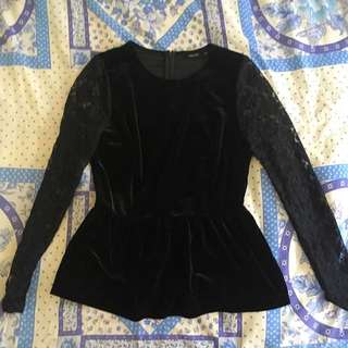 Tokito Top With Lace Sleeves