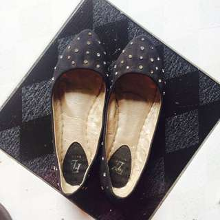 FLY Black Flat Shoes