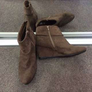 Size 41: Brown Wedge Boots