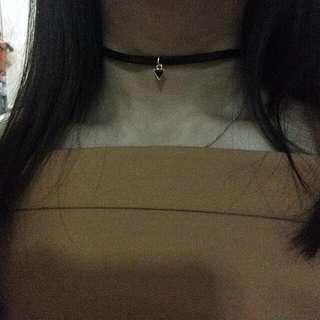 Choker Tiangle Pendant