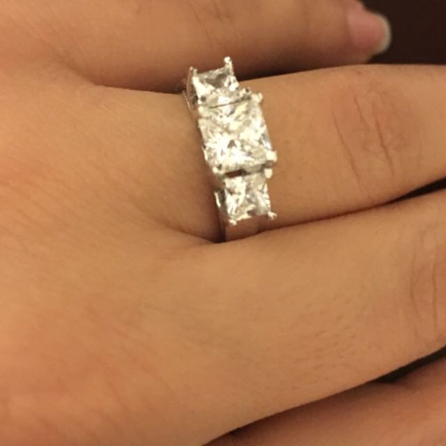 925 Starling Silver And Crystal Ring
