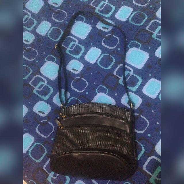 ❣️ AVON Sling Bag