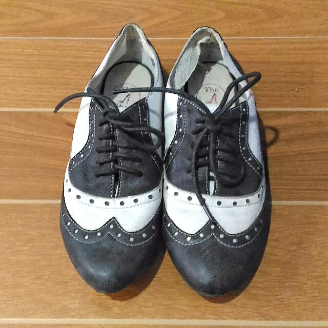 black and white brogues / wingtips