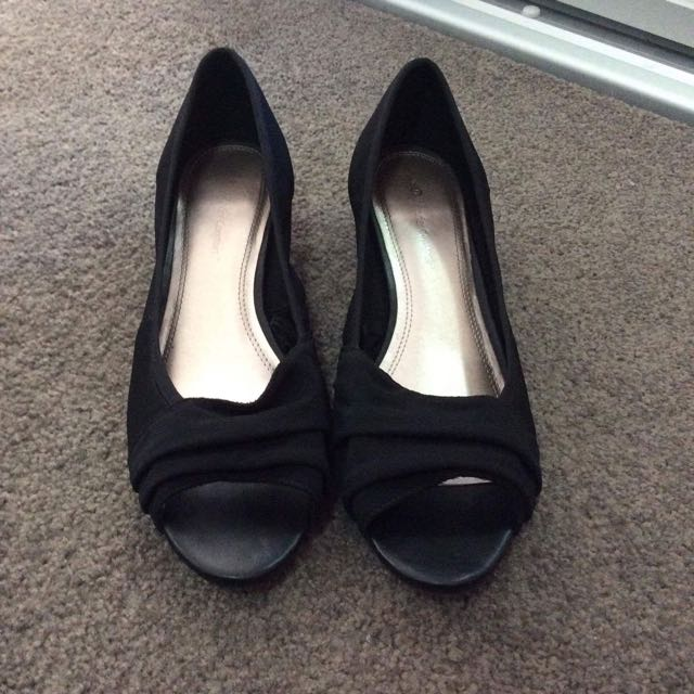 Size 9: Black Open Toed Wedges