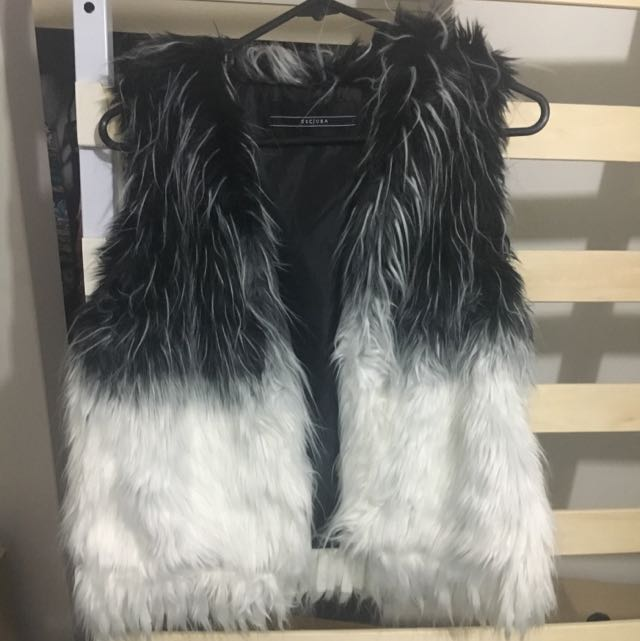 Decjuba Furry Throw Vest