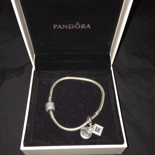 Pandora sterling Silver Signature Claps braclette And Charm
