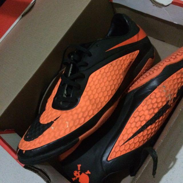 Sepatu Futsal Hypervenom Neymar Ukuran 42 ORIGINAL, Men's Fashion, Men's Footwear on Carousell