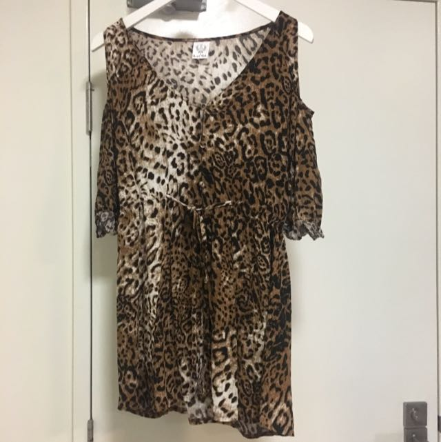 Sz 12 Cold / Cutout Shoulder Sleeved Leopard Long Top