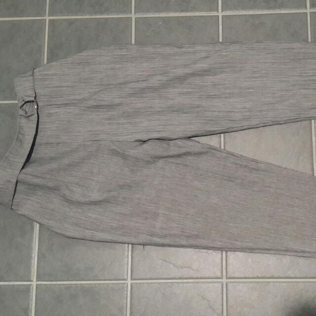 Tapered grey pants