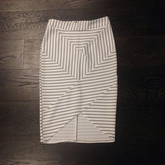 White/black Striped Skirt Size 6